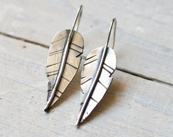 engraved sterling silver stud earring, feather, ethnic, graphic, modern, Indian, silver