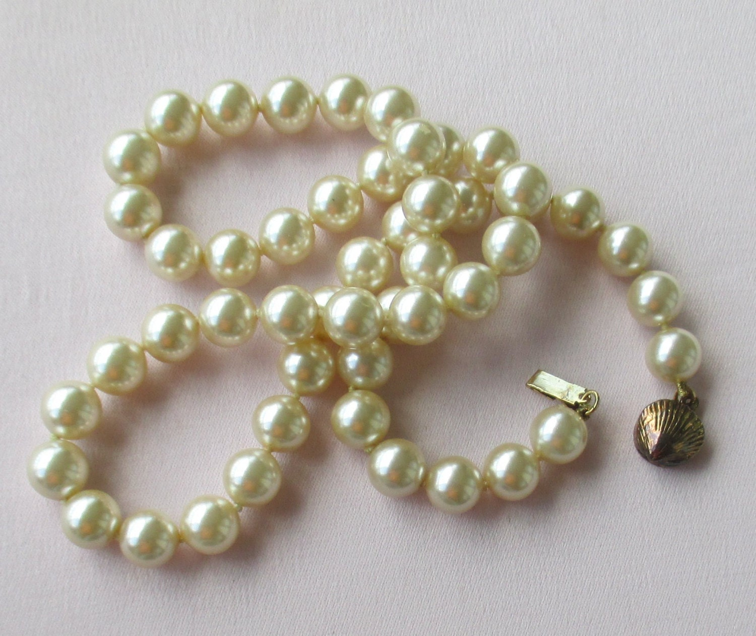 Vintage Single Strand Faux Pearl Necklace Clam Shell Shaped