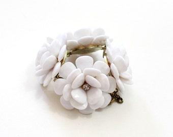 White Flower Bracelet Beaded Rose Bracelet Chunky Flower Bracelet Bridal Bracelet