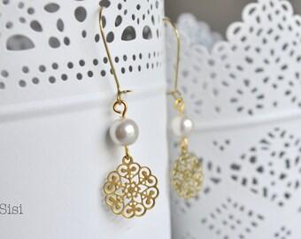 Pearl earrings gold filigree