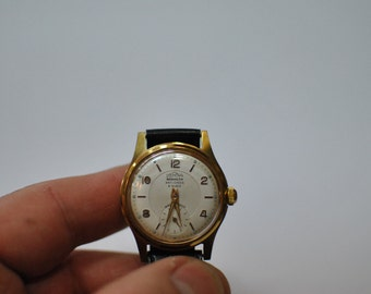 Vintage DERNA BESANCON 9 rubies ladies wrist watch ....