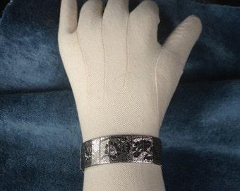 Antique silver bracelet, etched floral bracelet,vintage linked bracelet ,silver meshet back bracelet