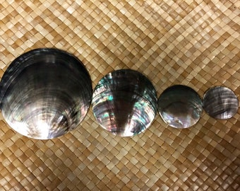 "Tahitian Black Mother of Pearl Ornament round 1 1/2""~4"""