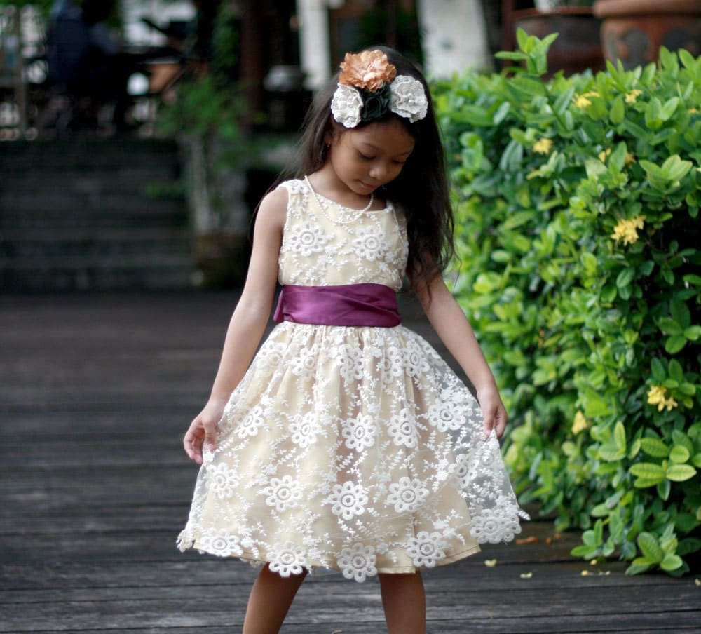 Flower Dress: Lace Flower Girl Dress Rustic Girls Dress Champagne Lace