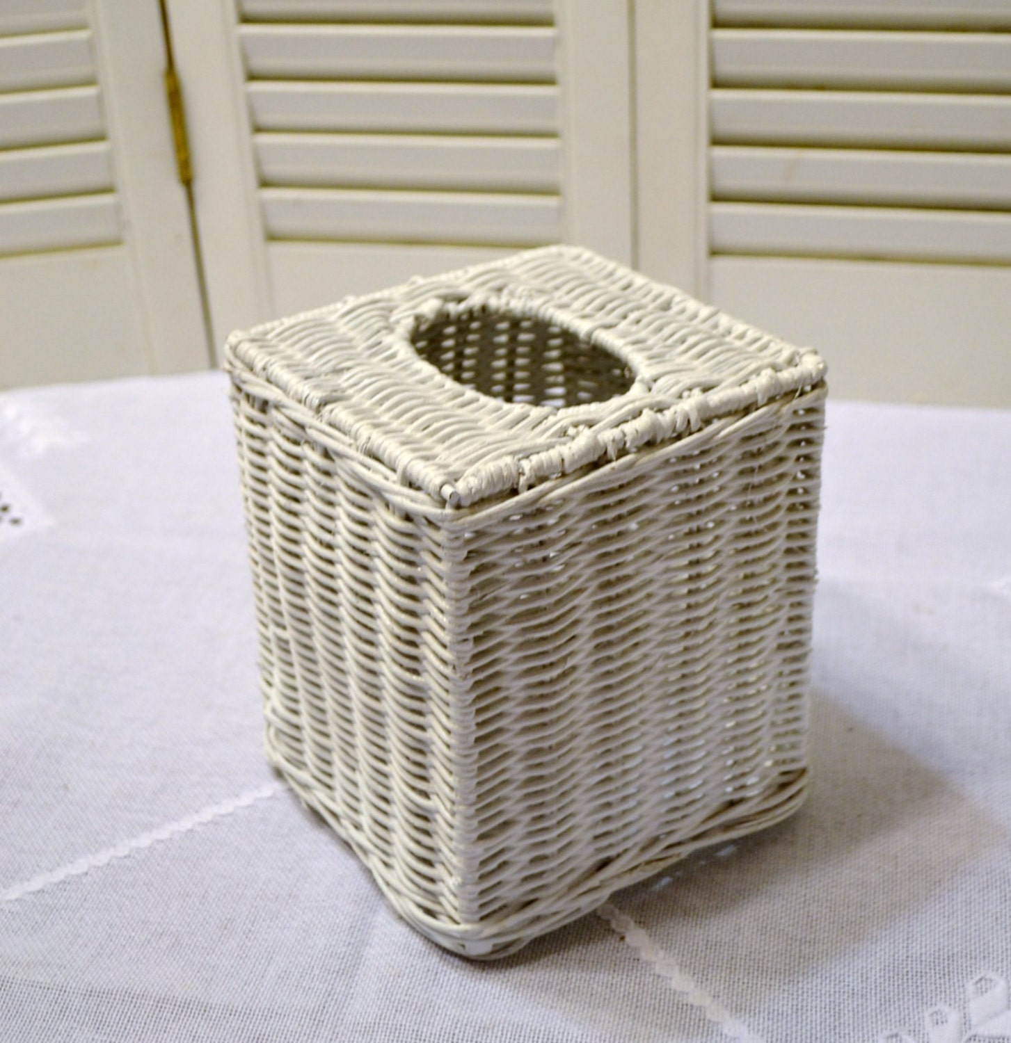 Vintage White Wicker T...