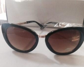 Black w/gold Designer Inspired Sunglasses