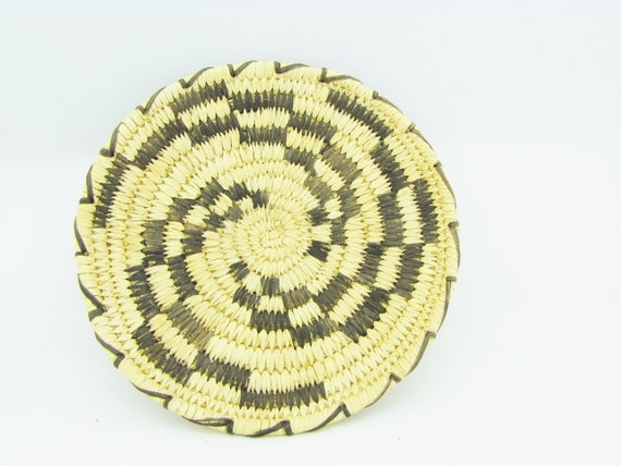 Traditional Native American Basket Weaving : Small traditional coil weave tohono o odam papago plate