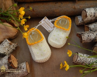 Hand knitted Cute Baby Booties.Adorable booties. SLIPPERS SOCKS