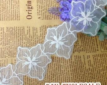 Pretty Venise Lace Trims White Flower Lace Appliques for Bridal, Lingerie, Costume design 2 yards