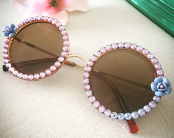 Round sunglasses with flowers and crystals