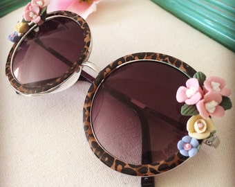 Round sunglasses with roses