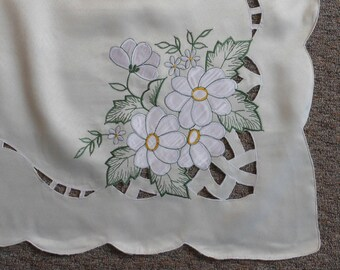 Vintage Off White Embroidered Cutout Tablecloth with 6 matching napkins