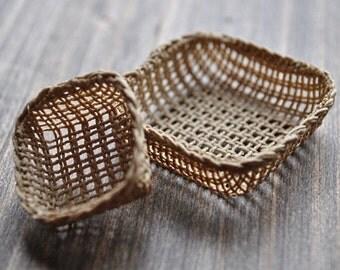 1:12th Scale Dollshouse Miniature Square Basket
