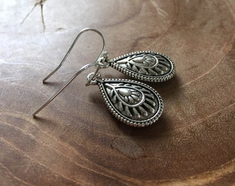 Boho Chic - silvertone dangling earrings with metal teardrop charm with beautiful 3D motive on both sides.