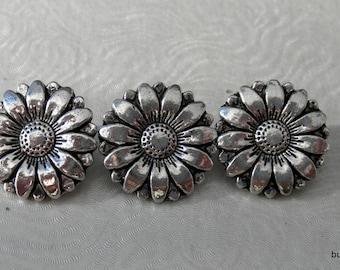3 Antique Silver Sunflower Buttons - 18mm