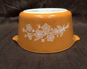 Vintage Pyrex Butterfly Gold Pattern 2 - 473 round baker
