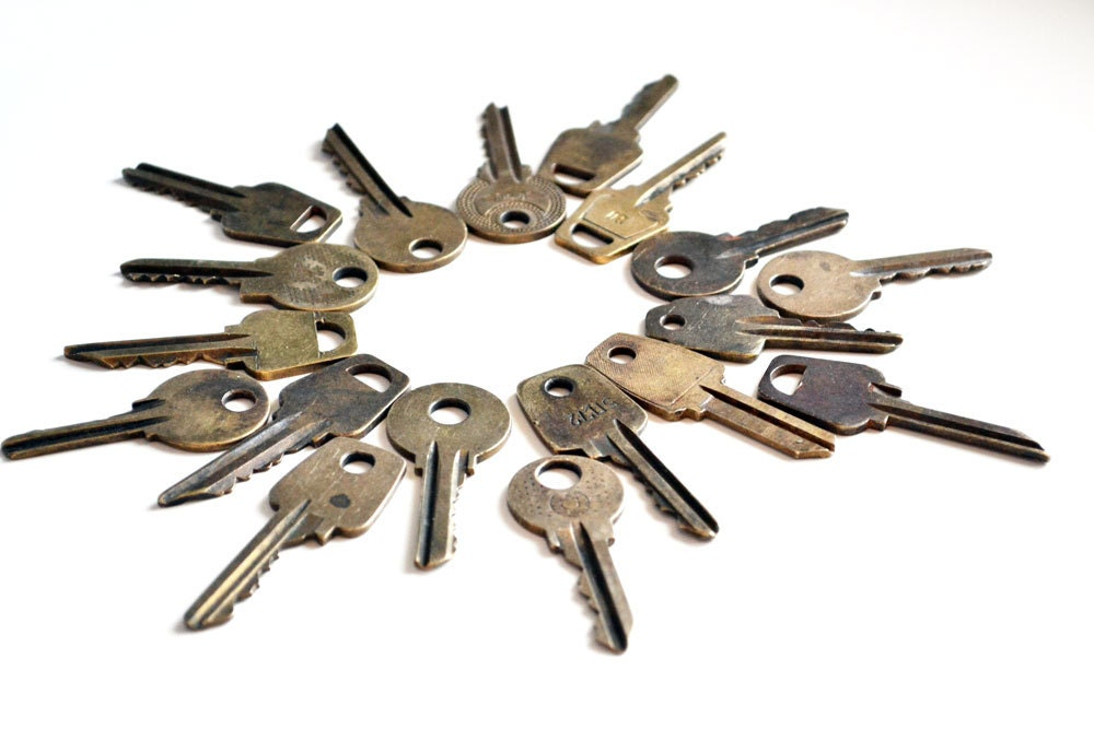 Vintage Brass Keys Vintage Keys Home Decor Keys Yellow
