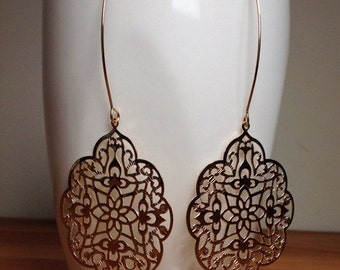 Glossy gold plated gothic filigree earrings