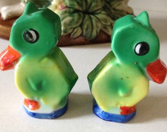PARROT S/P SHAKERS,  Parrot Salt and Pepper Shakers, Salt and Pepper Shakers, Japan Salt and Pepper Shakers! Green Salt and Pepper Shakers!
