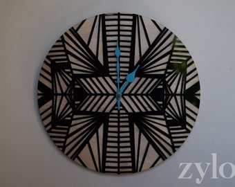 Zylo Clock - Traditional Large