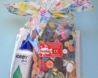 Button, Canvas & Glue gift pack