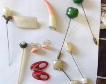 BIG SALE Vintage 10 Pieces of Early Jewellery some Bakelite
