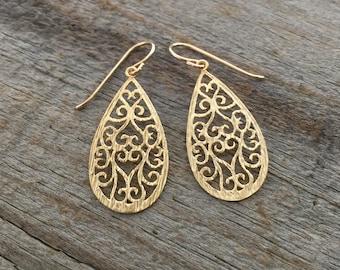Gold Teardrop Filigree Earrings / 14K Gold Filled Ear Wires / Dainty Matte Gold Drop Earrings / Gold Dangle Earrings