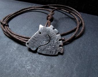 Pendant horse