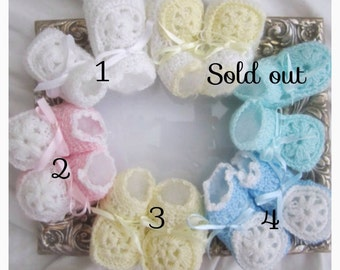 baby crochet shoes, crochet infant shoes, blue, green, pink, yellow, white crochet baby shoes, baby crochet shoes