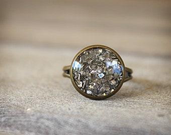 Antique Brass Ring, Adjustable Ring, Glitter Resin Ring, Glitter Ring, Round Ring, Glitter Shards, Silver Gray Glitter, Pewter Glitter