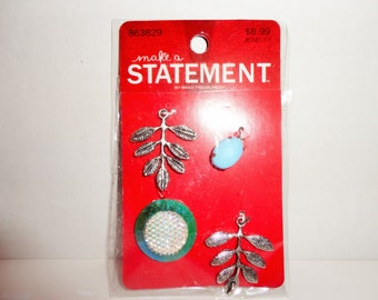 4 Pc Charm & Embellishment