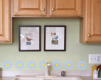 Wall stencil - Daisy Wall Art Stencil in reusable Mylar, wall art, small to large stencils up to 19.5 x 27.5 inches.