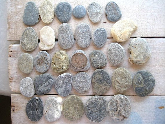 Beach stones 31pcs small flat beach pebbles zen for Flat stones for crafts