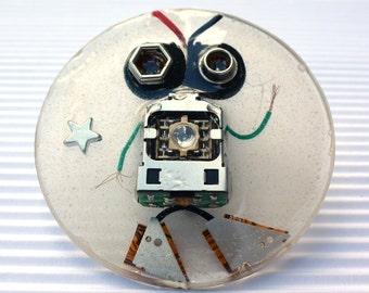 ROBOT BROOCH BR120