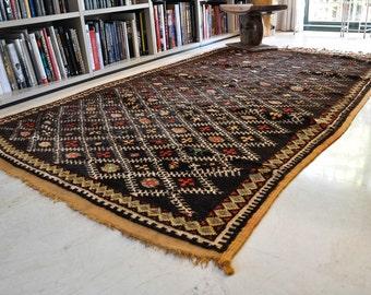 Beautiful knot rug vintage. Morocco