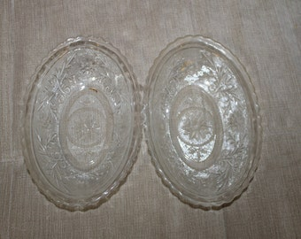 2 Vintage Oval Serving Dishes, Bowls, Clear Glass, Flower Design, Beveled Edges, Very Fancy, Inside Smooth, Outside You Can Feel The Design