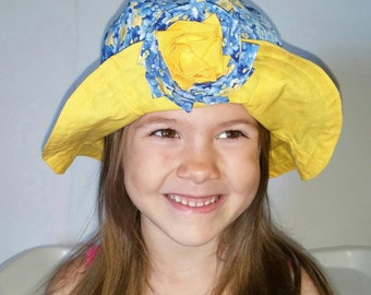 Girl Sun hat blue and yellow daisies