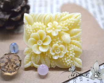 35×37mm Flower Cabochons-color Creamywhite-resin