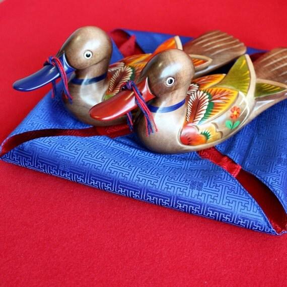 Hand-carved Woodcraft Wedding Duck Silk Giftwrap