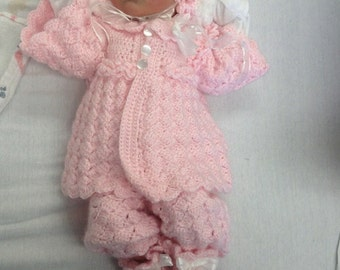 crochet baby outfit.