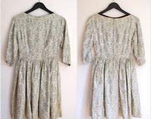 Vtg Vintage 1950s 50s Silver Gray Floral DRESS Sz XS Full Skirt 3/4 Sleeve