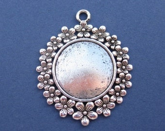 2 Flower Carved Cabochon Setting - Cabochon Base - Cabochon Setting - Round Charm Pendant- Antique Silver -- (No.3-10022)