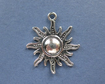 10 Sun Charms - Sun Pendants - Sun Starburst - Antique Silver - 28mm x 25mm - (No.62-10403)