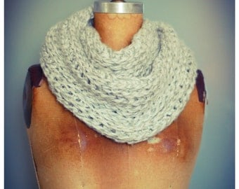 Infinity scarf mesh front