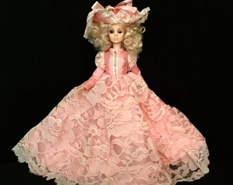 A 60's Pink Lace Bed Doll                                   VG1571