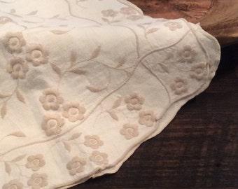 Beautiful Vintage Linen Table Runner