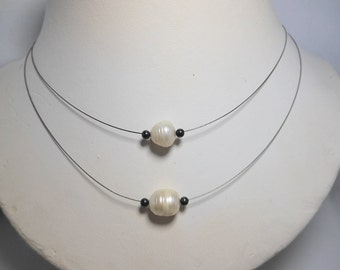 Single White Pearl Necklace Running On The Wire,Pearl Necklace,Choker,Bead Necklaces,Bridal Pearl Necklaces,Wedding Necklaces,Pearl Choker