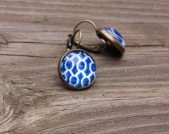 Blue & white geometric round earrings