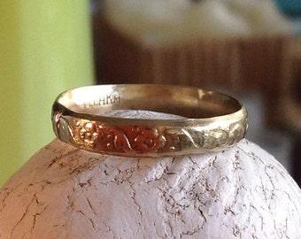 Antique look wedding band 14k gold