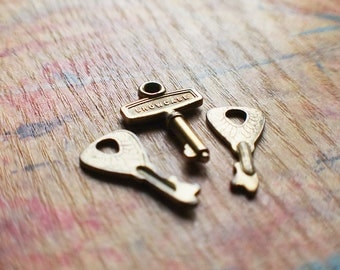 Tiny Antique Brass Key Set - Showcase // Fall Sale 20% OFF - Coupon Code FALL20